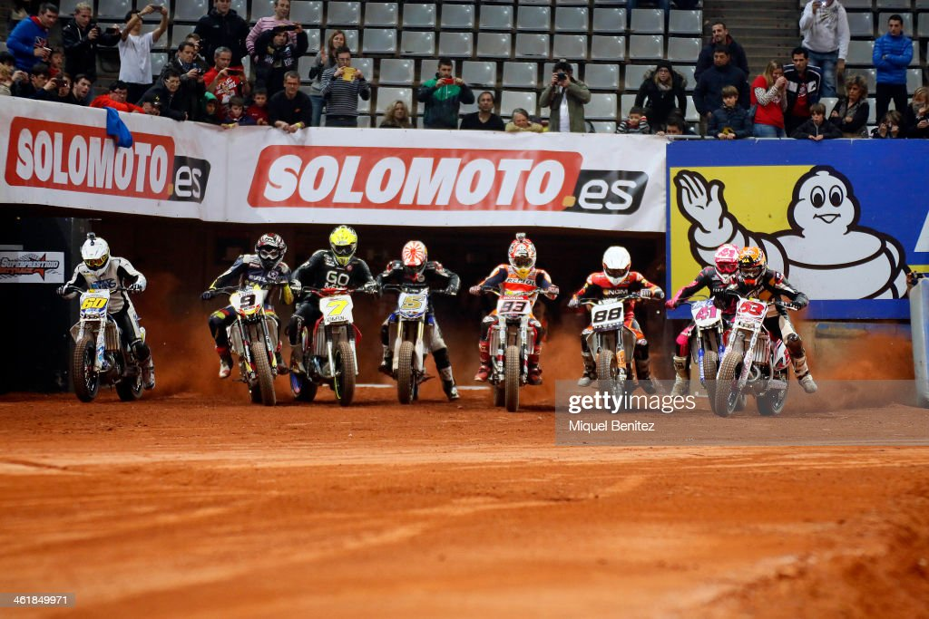 The start of the race, with <a gi-track='captionPersonalityLinkClicked' href=/galleries/search?phrase=Marc+Marquez&family=editorial&specificpeople=5409395 ng-click='$event.stopPropagation()'>Marc Marquez</a> (C) during the Superprestigio Dirt Track at the Palau of Sant Jordi on January 11, 2014 in Barcelona, Spain.