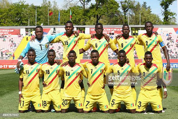The starting line up for Mali stands for a photo before their FIFA U17 Men's World Cup Chile 2015 group D match between Belgium and Mali at Estadio...