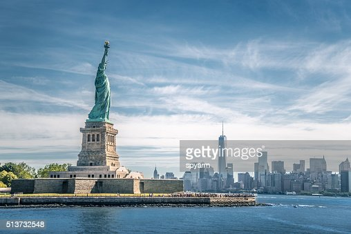 The statue of Liberty and Manhattan, New York City : Stock Photo