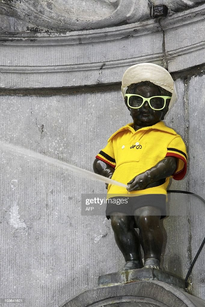 The Statue of the Manneken Pis adorns a Yellow Jersey of the Overall Leader in the Tour de France, on July 3, 2010. Brussels city mayor and French ambassador to Belgium revealed the Manneken Pis with a yellow jersey today as the Tour de France 2010 will cross Brussels this year. AFP PHOTO / NICOLAS MAETERLINCK / BELGIUM OUT