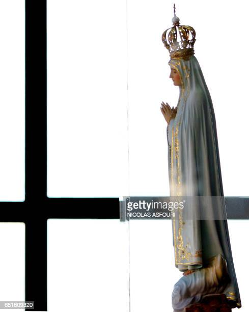 The statue of the Virgin Mary in Fatima 140 km north of Lisbon 01 Avril 2005 Pope John Paul II received the last rites 31 March 2005 evening after...