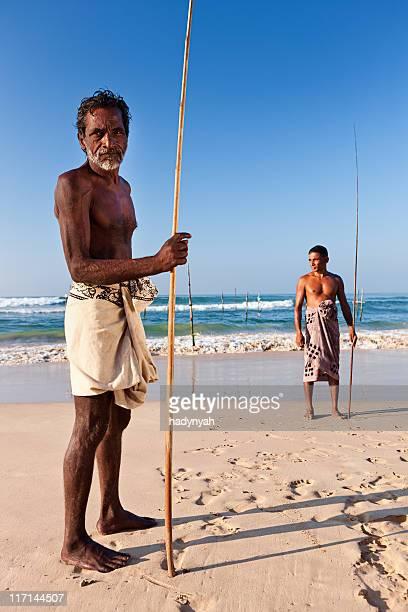 A Perna-longa pescadores no trabalho, no Sri Lanka, na Ásia.