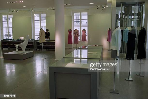 The Store 'colette' In Paris A Paris en mai 1997 dans le magasin 'COLETTE' le premier étage consacré à la mode féminine