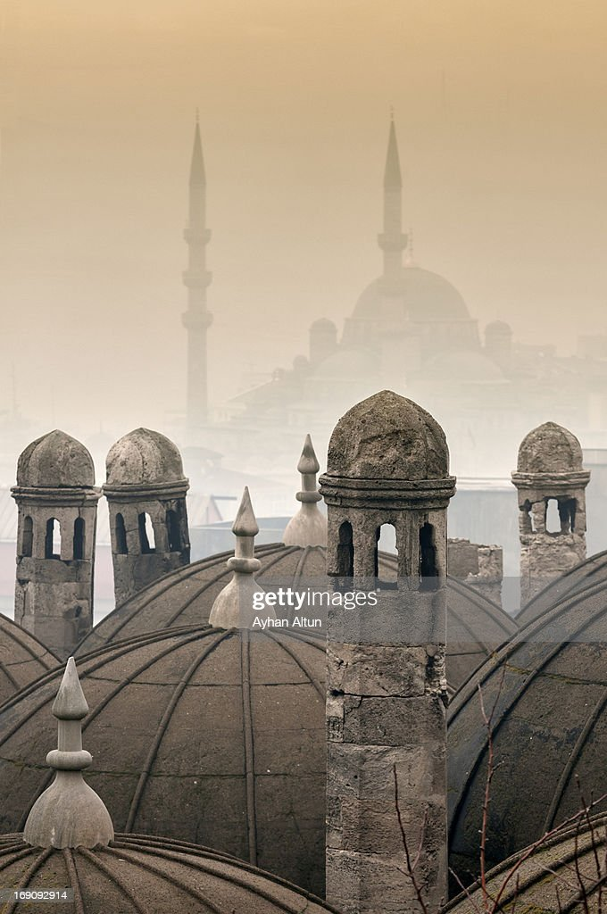 The Suleymaniye Mosque and New Mosque in the fog