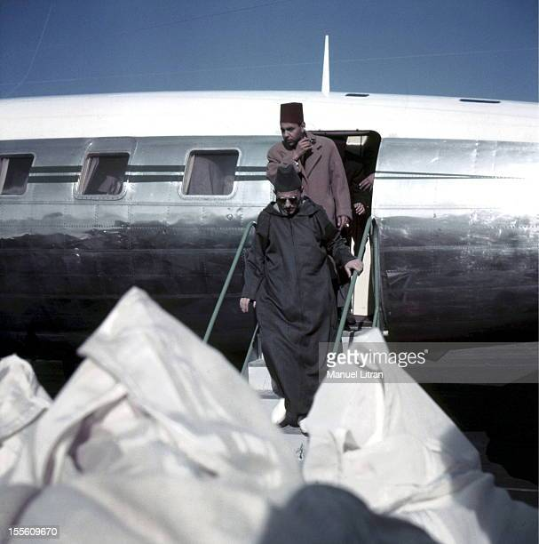 The Sultan of Morocco Mohammed Ben Youssef back in France after an exile of two years in Madagascar his arrival at the airport VILLACOUBLAY from Nice...
