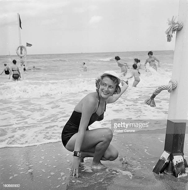 The Summer Season In Deauville Seen By The Journal Of Paris Reportage sur Deauville et ses plages juillet 1950 attitude souriante d'une baigneuse au...