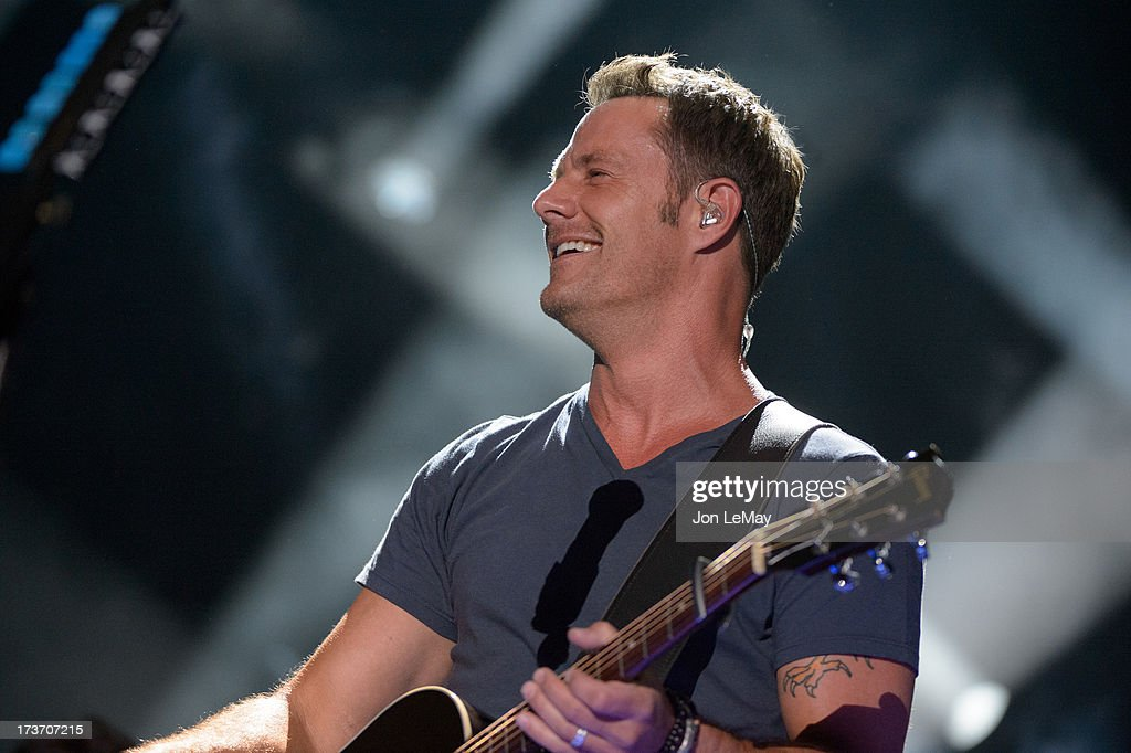 S NIGHT TO ROCK - The summer's hottest television music event, 'CMA Music Festival: Country's Night to Rock,' airs on MONDAY, AUGUST 12 (8:00-11:00 p.m., ET) on the ABC Television Network. JIMI