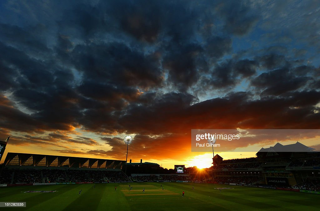 The Sun sets as <a gi-track='captionPersonalityLinkClicked' href=/galleries/search?phrase=Hashim+Amla&family=editorial&specificpeople=647392 ng-click='$event.stopPropagation()'>Hashim Amla</a> and AB de Villiers of South Africa add to the runs total for South Africa during the Fifth NatWest Series One Day International match between England and South Africa at Trent Bridge on September 5, 2012 in Nottingham, England.