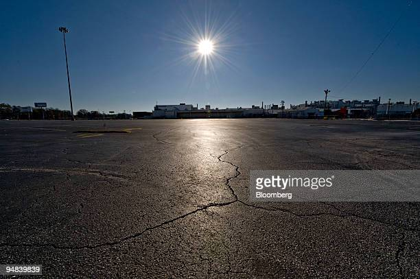 The sun shines on the vacant employee parking lot outside the General Motors Assembly Plant in Doraville Georgia US on Dec 12 2008 The plant was...