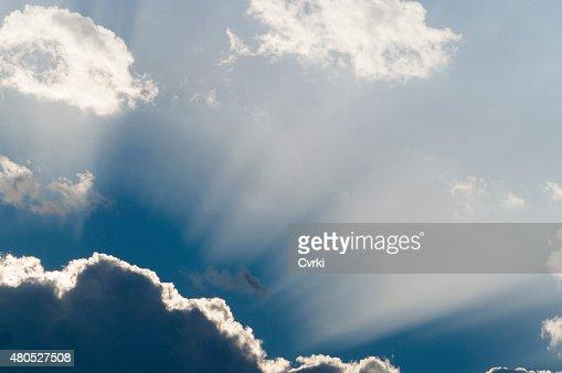 Die Sonne hinter den Wolken : Stock-Foto