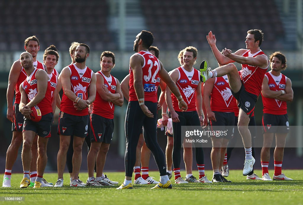 The Swans watch on as Jed Lamb kicks for goal during a Sydney Swans AFL training session at Sydney Cricket Ground on August 28, 2012 in Sydney, Australia.