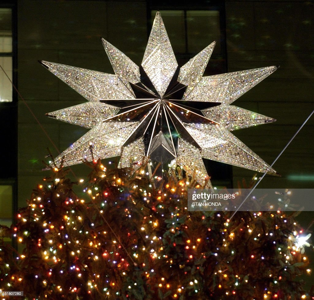 Swarovski christmas ornament 2004 - The Swarovski Star With 25 000 Crystals Tops The Rockefeller Center Christmas Tree Which Was Lit