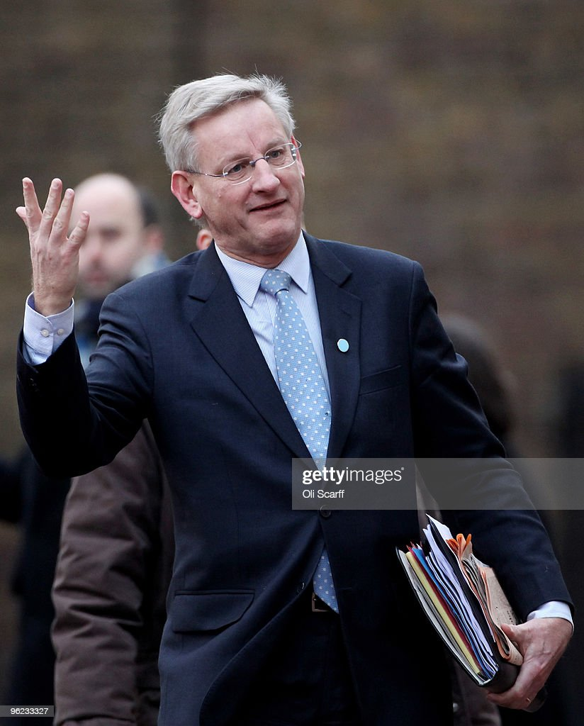 The Swedish Foreign Minister <a gi-track='captionPersonalityLinkClicked' href=/galleries/search?phrase=Carl+Bildt&family=editorial&specificpeople=3972090 ng-click='$event.stopPropagation()'>Carl Bildt</a> arrives to attend the Afghanistan London Conference at Lancaster House on January 28, 2010 in London, England. Foreign ministers from over 70 countries will attend the conference, co-hosted by British Prime Minister Gordon Brown, Afghan President Hamid Karzai and UN Secretary General Ban Ki-moon. Talks aims to tackle key issues on the future of Afghanistan and the gradual withdrawal of international troops from the country.