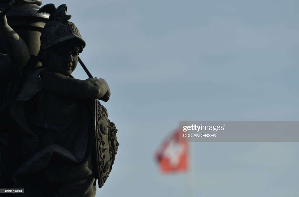 The Swiss flag flutters behind a sculpture on November 23, 2012 in Berlin. German lawmakers in the upper house of parliament rejected a deal on the taxation of German assets parked in Swiss bank accounts. AFP PHOTO / ODD ANDERSEN