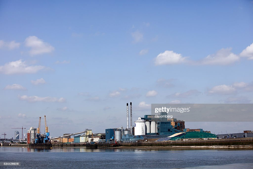 The Tate & Lyle Plc Thames Refinery, operated by American Sugar Holdings (ASR) Group, stands on the river Thames in London, U.K., on Thursday, May 26, 2016. Tate & Lyle will report full year earnings on Thursday, May 26. Photographer: Chris Ratcliffe/Bloomberg via Getty Images