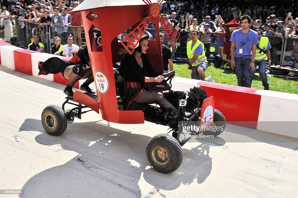 red bull soapbox race 201 39 at parc de saint cloud getty. Black Bedroom Furniture Sets. Home Design Ideas