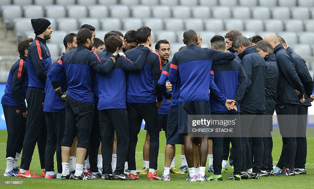 The team of Barcelona gathers during the final team training on the eve of the UEFA Champions League semi final first leg football match between FC Bayern Munich and FC Barcelona at the arena in Munich, southern Germany, on April 22, 2013. The semi final match will take place on April 23, 2013. AFP PHOTO/CHRISTOF STACHE
