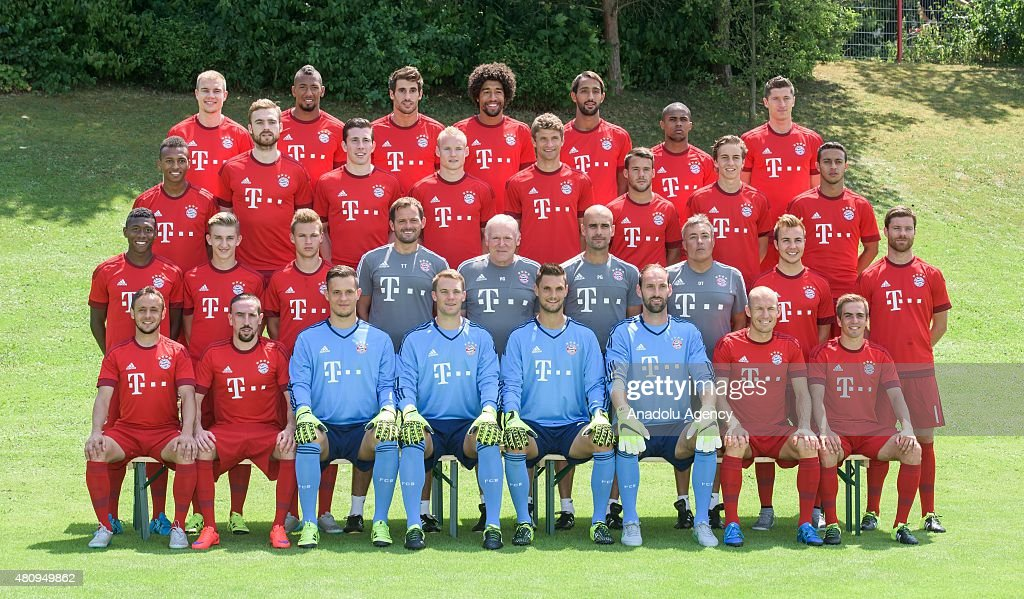Hilo del Bayern de Munich The-team-of-bayern-munich-pose-during-the-official-photo-shooting-of-picture-id480949862