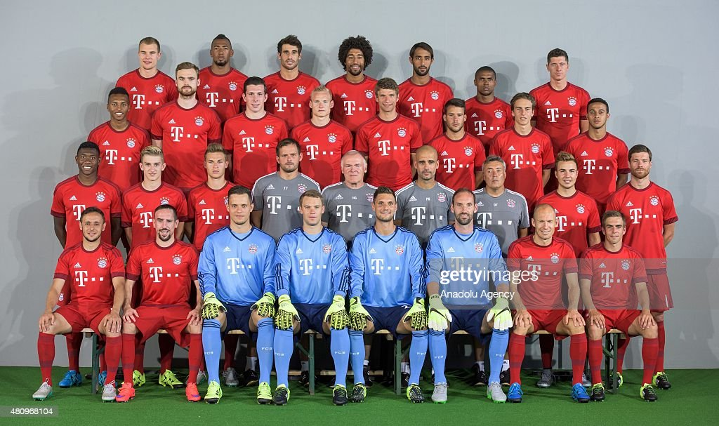 Hilo del Bayern de Munich The-team-of-bayern-munich-pose-during-the-official-photo-shooting-of-picture-id480968104