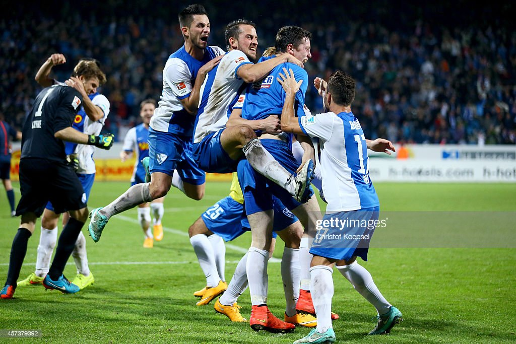 The team of Bochum celebrsates the goal of Mikael Forssell during the Second Bundesliga match between VfL Bochum and Darmstadt 98 at Rewirpower...