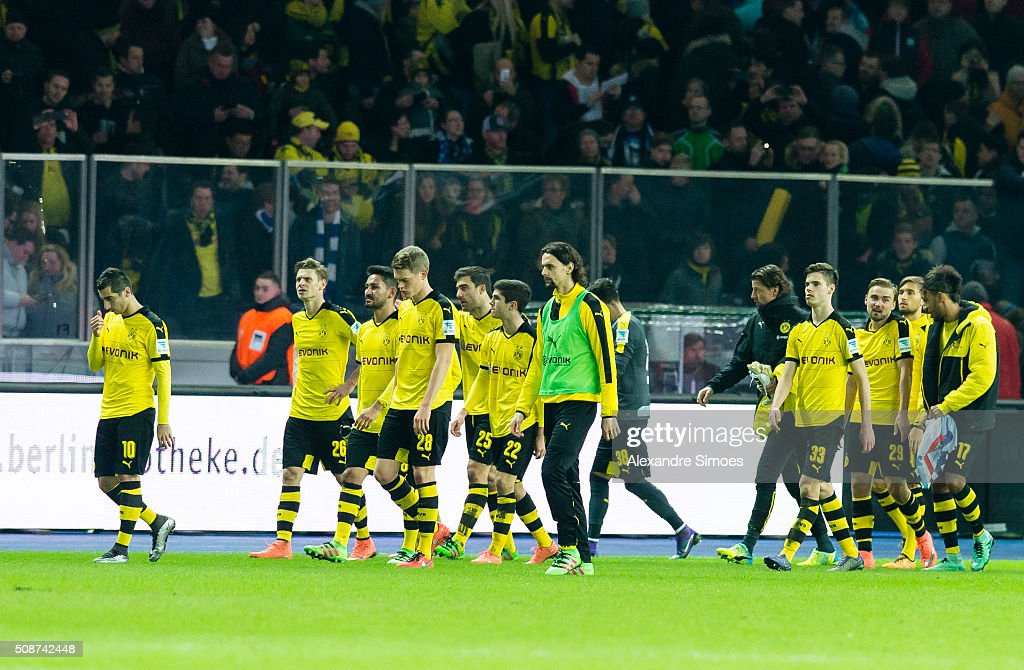 The team of Borussia Dortmund after the final whistle during the Bundesliga match between Hertha BSC and Borussia Dortmund at Olympiastadion on February 06, 2016 in Berlin, Germany.