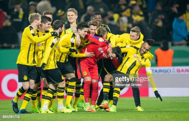 The team of Borussia Dortmund celebrates the win after the penalty shootout during the DFB Cup Round Of 16 match between Borussia Dortmund and Hertha...