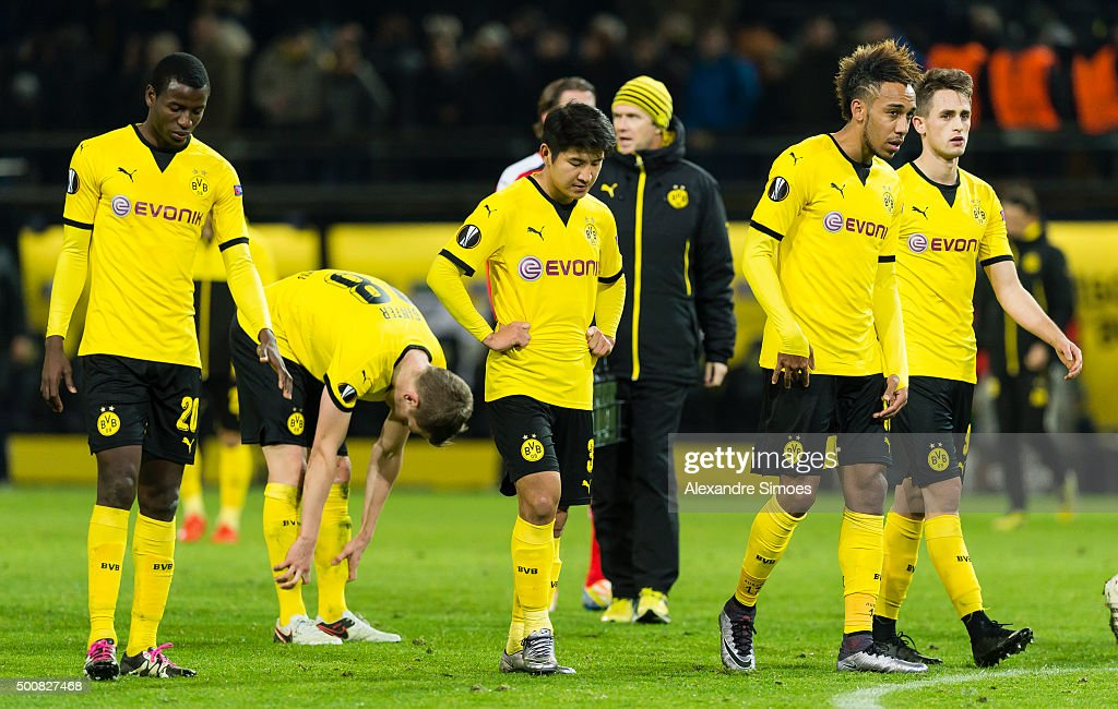 The team of Borussia Dortmund looks dejected after conceding the loss after the final whistle during the UEFA Europa League Group C match between Borussia Dortmund and PAOK FC at Signal Iduna Park on December 10, 2015 in Dortmund, Germany.