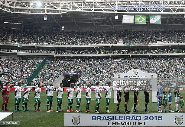 The team of Chapecoense lines up before the match between Palmeiras and Chapecoense for the Brazilian Series A 2016 at Allianz Parque on November 27...