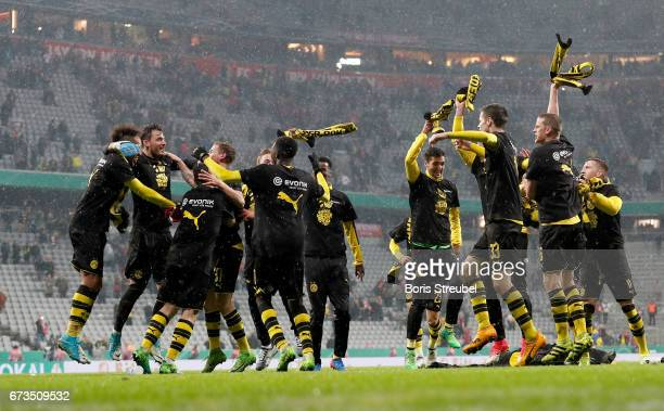 The team of Dortmund celebrate victory after the DFB Cup semi final match between FC Bayern Muenchen and Borussia Dortmund at Allianz Arena on April...