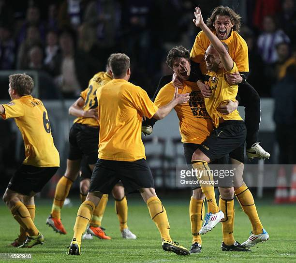 The team of Dresden celebrates the rise to the Second Bundesliga after winning 31 after extra time the Second Bundesliga playoff second leg match...