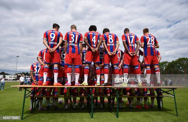 The team of FC Bayern Muenchen prepares for the official team photo during the FC Bayern Muenchen Team Presentation at Saebener Strasse on August 9...