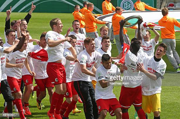 The team of Freiburg celebrate with the Cup after winning the DFB Juniors Cup final match between SC Freiburg and FC Schalke 04 at Stadion am...