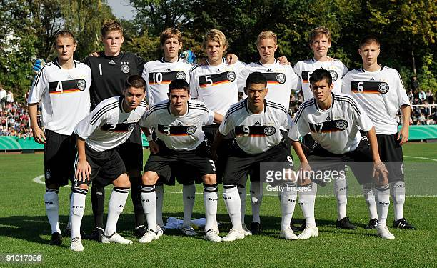 The team of Gemany poses prior the U17 friendly international match between Germany and Israel at the Belkaw Arena on September 22 2009 in Bergisch...