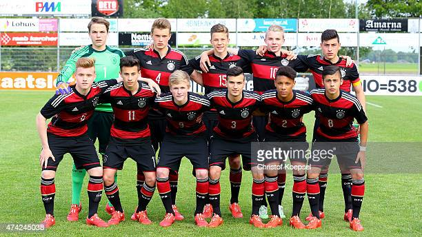 The team of Germany comes together prior to the international friendly match between U15 Netherlands and U15 Germany at the DETO Twenterand Stadium...
