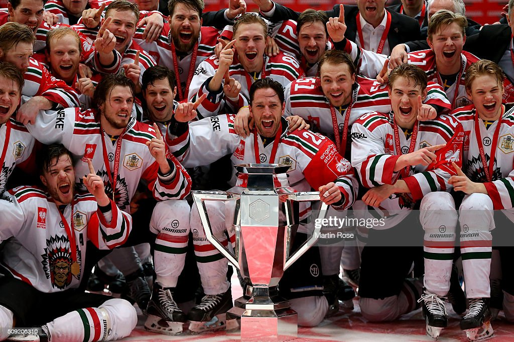 The team of Gothenburg celebrate after winning the Champions Hockey League final game between Karpat Oulu and Frolunda Gothenburg at Oulun Energia-Areena on February 9, 2016 in Oulu, Finland.