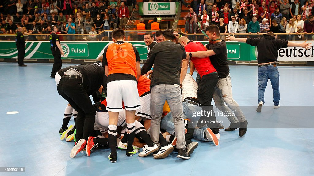 The Team of Hamburg celebrates after the DFB Futsal Cup Final between Holzpfosten Schwerte and Hamburg Panthers at ENERVIE Arena on April 11 2015 in...