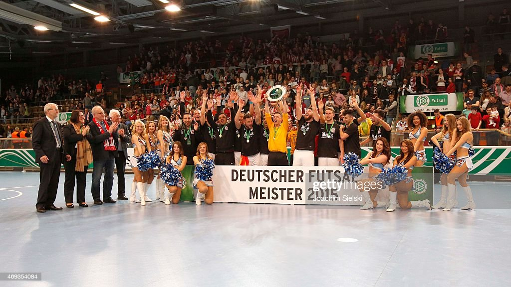The Team of Hamburg celebration after the DFB Futsal Cup Final between Holzpfosten Schwerte and Hamburg Panthers at ENERVIE Arena on April 11 2015 in...