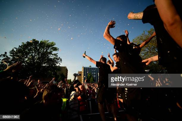 The team of Hannover 96 and Manuel Schmiedebach celebrate together with their supporters the promotion to 1 Bundesliga at Neues Rathaus on May 22...