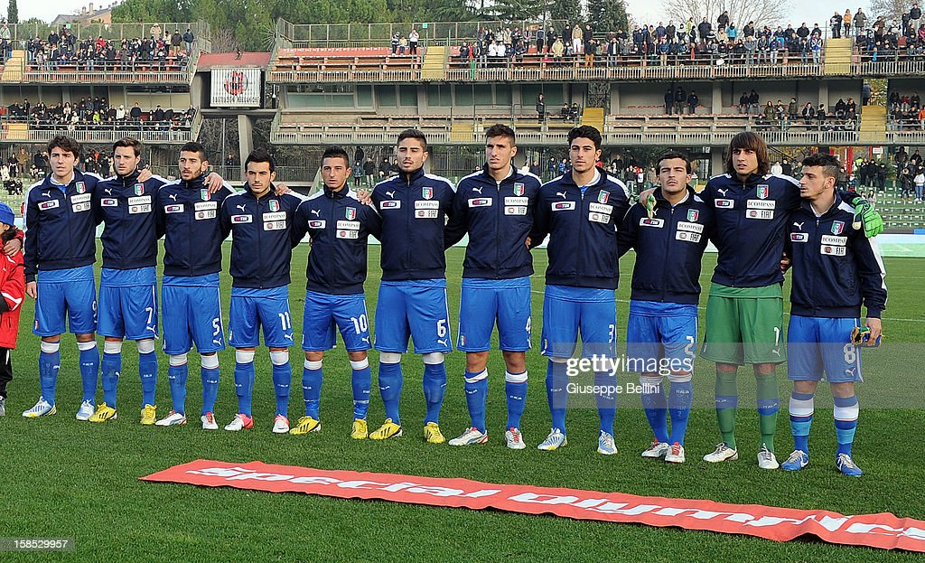 The team of Italy U21 line up before the friendly match between Italy U21 and Rappresentativa Serie B at Stadio Libero Liberati on December 18, 2012 in Terni, Italy.