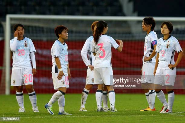 The team of Japan looks dejected after the 11 draw of the Women's International Friendly match between Belgium and Japan at Stadium Den Dreef on June...
