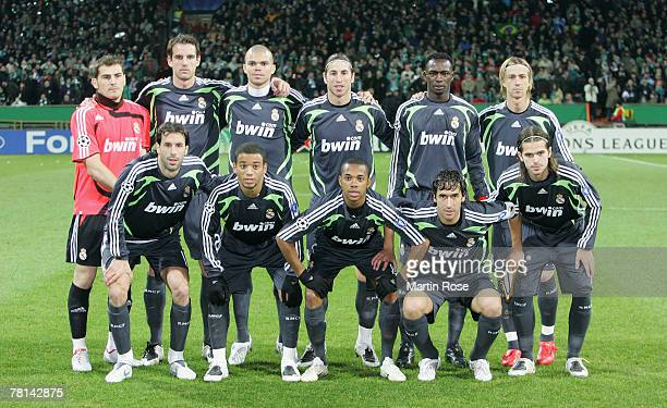 The team of Masdrid line up for a photo prior the UEFA Champions League Group C match between Werder Bremen and Real Madrid at the Weser Stadium on...