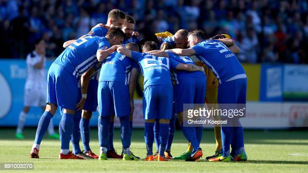 The team of Meppen comes togeher during the Relegation Regionalliga Play Off second leg match at Hensch Arena on May 31 2017 in Meppen Germany The...