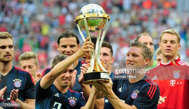 The team of Muenchen celebrates winning the Uli Hoeness Cup match between FC Bayern Muenchen and FC Barcelona at Allianz Arena on July 24 2013 in...