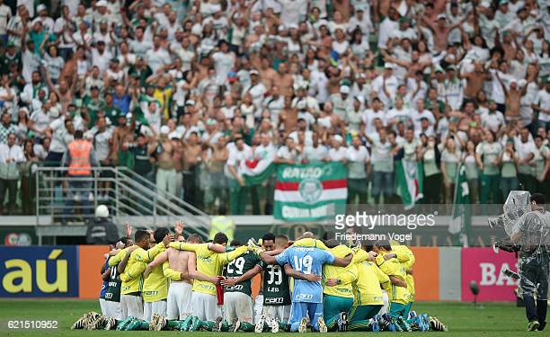 The team of Palmeiras celebrates after winning the match between Palmeiras and Internacional for the Brazilian Series A 2016 at Allianz Parque on...