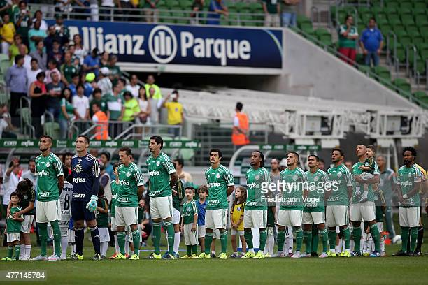 The team of Palmeiras line up before the match between Palmeiras and Fluminense for the Brazilian Series A 2015 at Allianz Parque on June 14 2015 in...