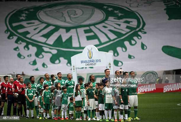 The team of Palmeiras lines up before the match between Palmeiras and Corinthians for the Brazilian Series A 2015 at Allianz Parque on September 6...