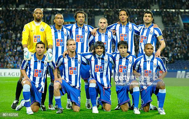 The team of Porto poses before the UEFA Champions League first knockout round 2nd leg match between FC Porto and FC Schalke 04 at the Dragao stadium...