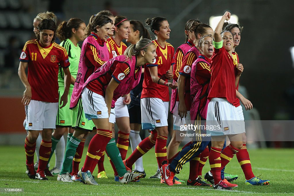 The team of Spain celebrates after the UEFA Women's EURO 2013 Group C match between England and Spain at Linkoping Arena on July 12, 2013 in Linkoping, Sweden. The match between England and Spain ended 2-3.