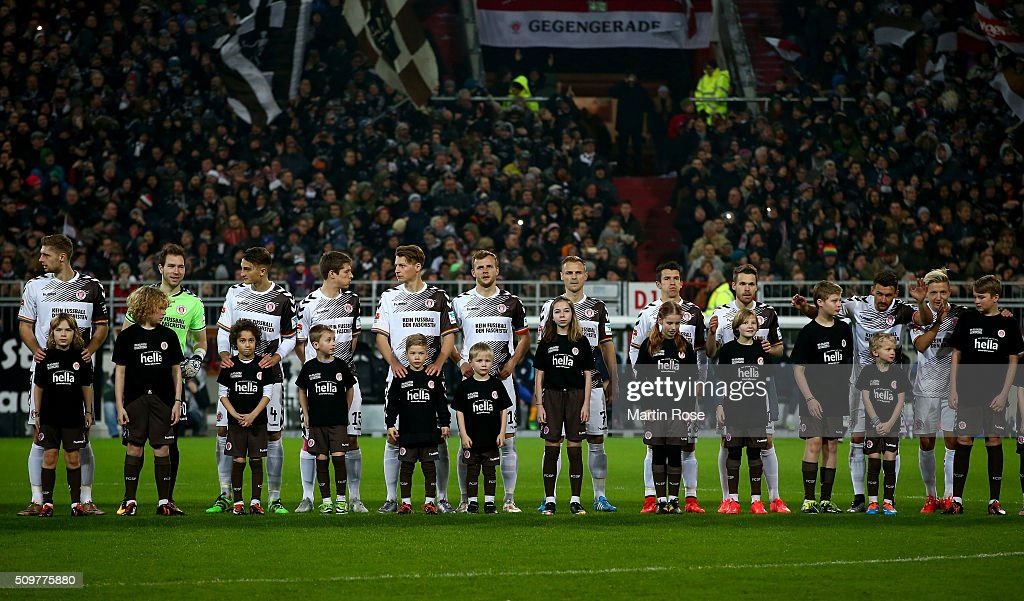 The team of St. Pauli line up before the second Bundesliga match between FC St. Pauli and RB Leipzig at Millerntor Stadium on February 12, 2016 in Hamburg, Germany.