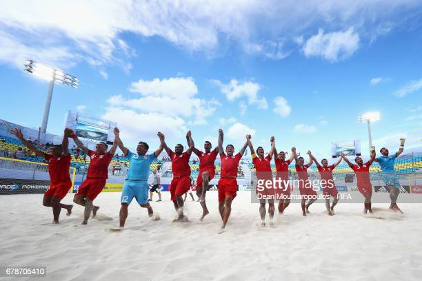 The team of Tahati celebrate victory in the FIFA Beach Soccer World Cup Bahamas 2017 quarter final match between Paraguay and Tahiti at National...